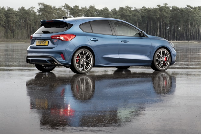 ford focus st berlina
