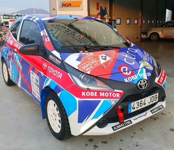 AGR Competición alquila Toyota Aygo copa Kobe tierra